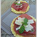 Tartes fines au boeuf, parmesan et basilic