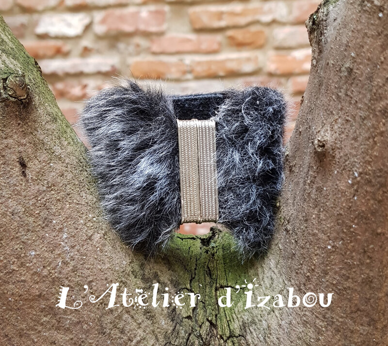 20180304_094824 Bracelet Fausse fourrure gris anthracite