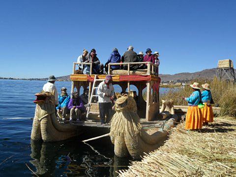 Les Uros - promenade en barque pour ceux qui veulent.
