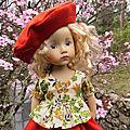 Julie, ma petite <b>Boneka</b>, visite le jardin