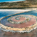 76. Robert SMITHSON (1938-1973), Spiral Jetty, Rozel Point, Grand Lac Salé, Utah, avril 1970.