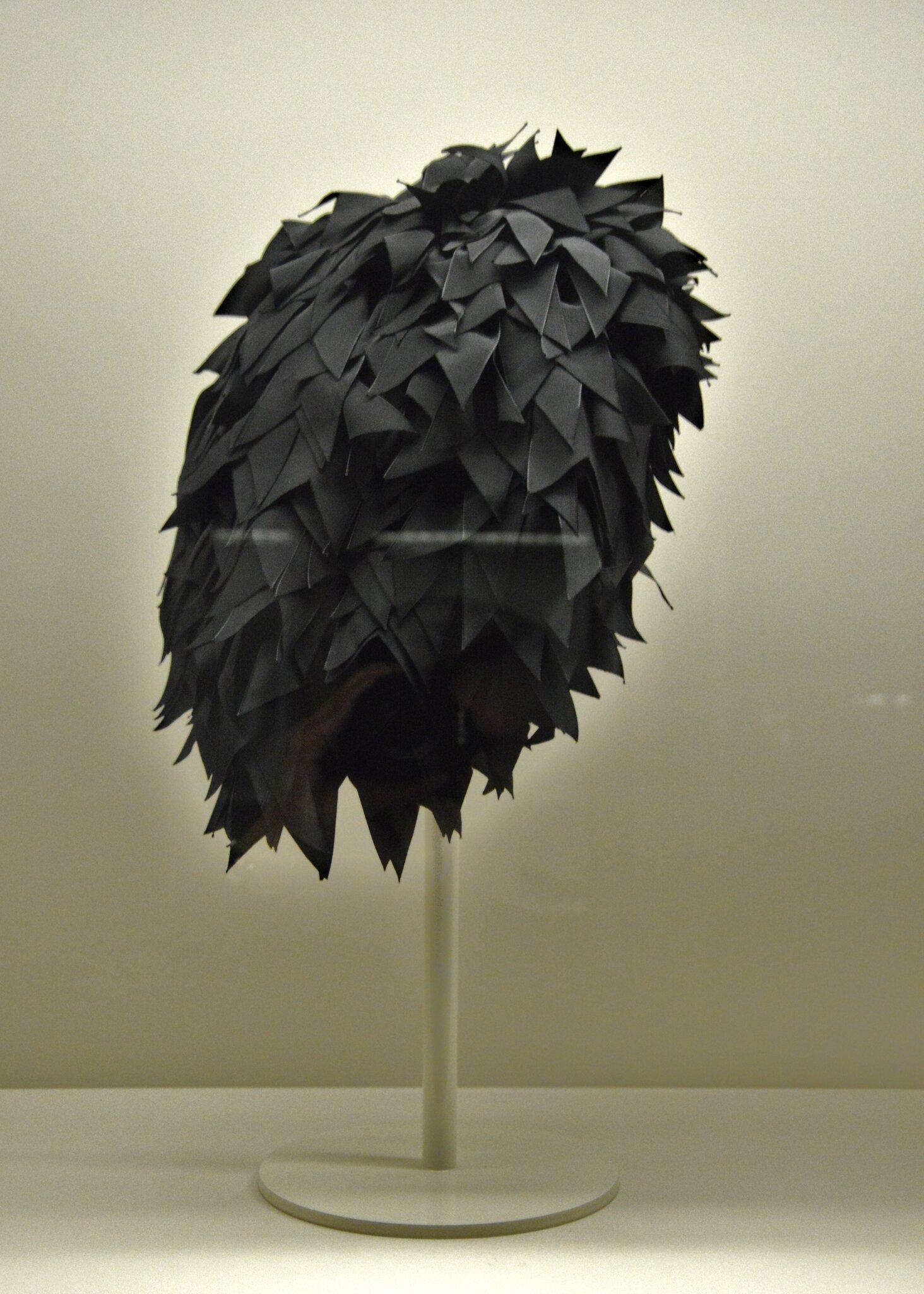 Evening cap trimmed with black ribbons, Cristòbal Balenciaga, 1955