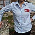 Une chemise customisée sauvée de l'abandon.