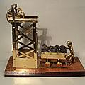 <b>Sculpture</b> Laiton Mineur Herscheur Poussant un Chariot de Charbon Métier Mine