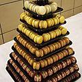 **pièce montée en macarons pour mariage chocolat ivoire**