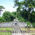 tombeau de Thieu Tri, envahi par la jungle