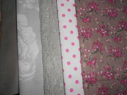 tissus-a-theme-5-coupons-de-tissu-et-dentelle-tons-2261351-114-stock-4-25xdd66-5ea72