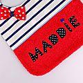 Bavoir fille personnalisé prénom Maddie bavoir bébé rouge bleu marine blanc cadeau naissance bébé fille