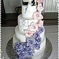Gateau de mariage cascade de roses - wedding cake