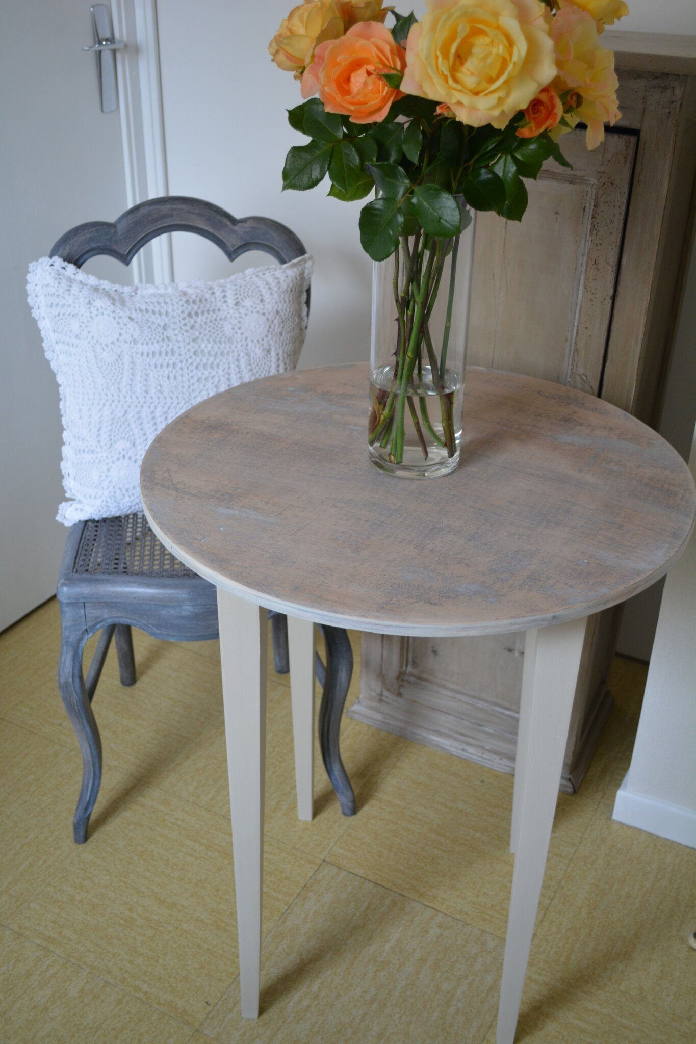 Table style scandinave