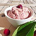 Yaourt glacé aux cerises ou frozen yogurt