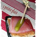 Toasts epices au jambon fume