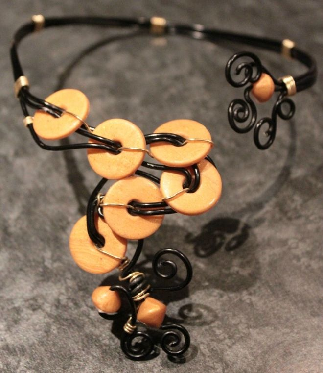 collier (51)