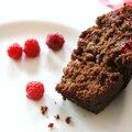 Gâteau de fruits rouges au chocolat et <b>caroube</b>