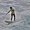 Jeune <b>surfeur</b> de Crozon très à l'aise dans les vagues de Lostmarc'h le samedi 27 juin 2020 au matin