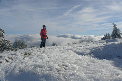 2008 11 20 Cyril Treveys au sommet du Mezenc devant une mer de nuages (3)