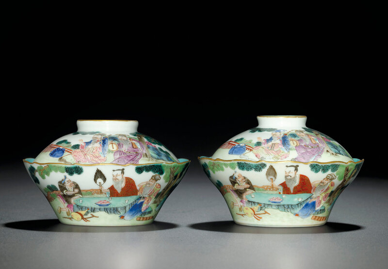 A fine pair offamille rose'Daoist Immortals' bowls and covers, Jiaqing-Daoguang period (1796-1850)
