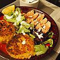 Saumon mariné, galettes de quinoa et sauce au fromage frais