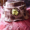 Un <b>chapeau</b> feutré en <b>laine</b> naturelle de pays