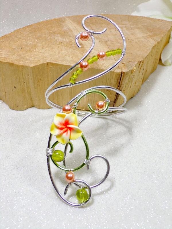 Bracelet fleur tiaré perles fil aluminium