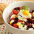 Salade de betteraves, oeuf dur et aux multiples couleurs