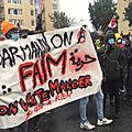 Calais : 250 <b>migrants</b> (et militants associatifs) manifestent contre l'arrêté préfectoral protégeant le centre-ville et contre le