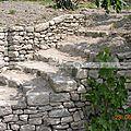 Réalisation d'un escalier en pierre sèche