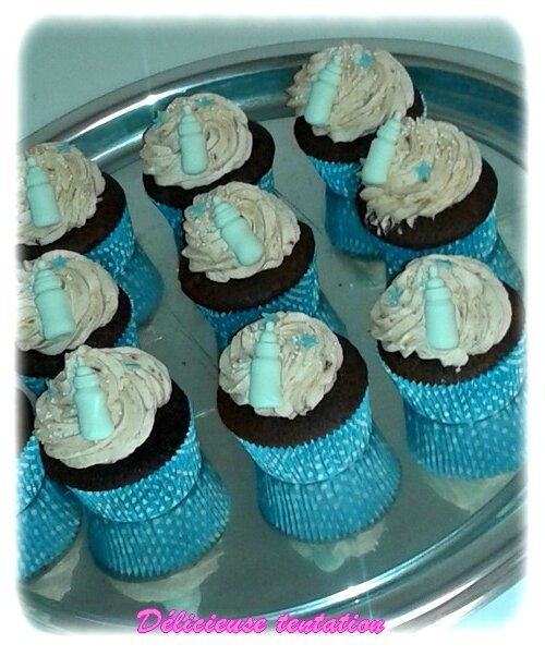 Cupcakes au chocolat et son topping à la banane caramélisé