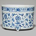 A rare large blue and white <b>censer</b>. Jiajing period (1522-1566)
