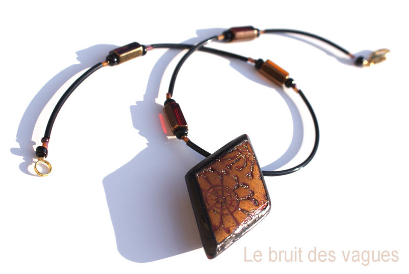 2011-010 Collier