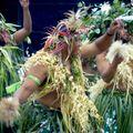 Ce sont les hommes qui dansent dans cette tribu