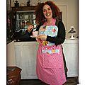 DSCN9851-owly-mary-du-pole-nord-tablier-adulte-femme-pinup-retro-glamour-60s-sixtys-recette-coton-fleurs-fille-bleu-vert-cupcake-patisserie-gateau-cake-design