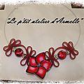 collier lacet PVC fleur rouge indien