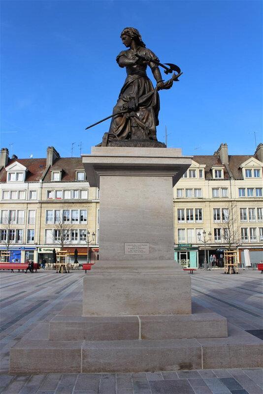 Socle statue Jeanne Hachette - pierre de la Tieule