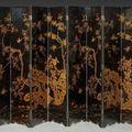 Important <b>paravent</b> <b>à</b> <b>huit</b> <b>feuilles</b>, en bois laqué noir et or, Chine, XIXe siècle