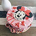 Gâteau cake design décoration Minnie en <b>pâte</b> <b>à</b> <b>sucre</b> pour anniversaire