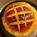 Cassolette de noix de saint jacques sur fondue de poireaux et son feuilleté - menu de noël - entrées