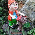 Il y a des personnages vraiment étranges dans mon jardin...