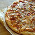 Ma pizza... <b>tomates</b>, mozzarella, poulet, basilic, simple et efficace!