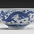 A blue and white 'dragon' bowl. Qing dynasty, Qianlong period (<b>1736</b>-1795)