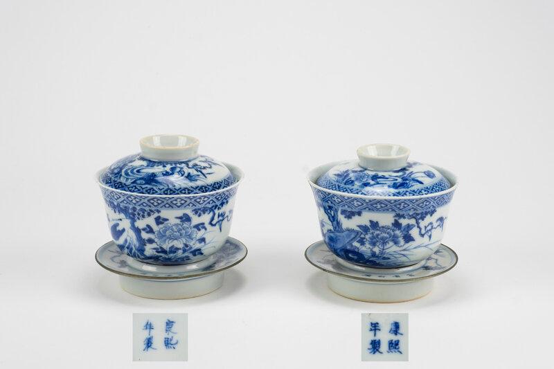 Paire de coupes couvertes et socles en porcelaine 'Blue de Huê', Chine pour le Vietnam, 19e siècle