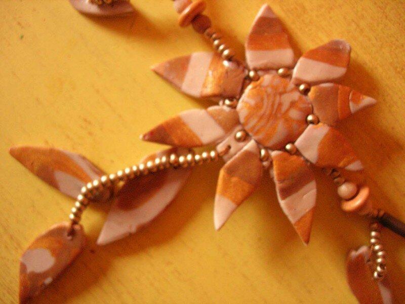 Soleil d'automne, collier en fimo et rocaille, vue 2