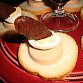 Canapés au foie gras, oeuf de caille et chips de magret de canard fumé
