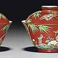 A pair of famille rose <b>coral</b>-ground bowls and covers, Xiezhu Zhuren Zao mark in underglaze blue, Daoguang period (1821-1850)