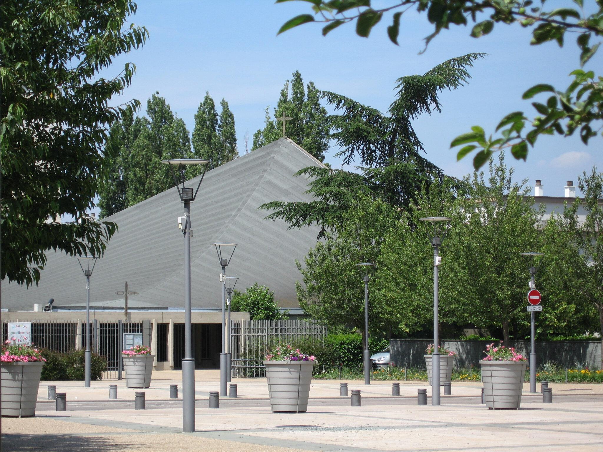 Travaux du toit de l'église de Meudon la Forêt