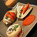 Aubergines en éventail, gâteau de polenta au chèvre frais et poivrons rouges marinés, by laurence salomon
