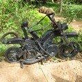 décoration de jardin en pièces détachées de vélos et vélomoteur