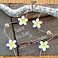 Sautoir fleur de frangipanier et bois flotté