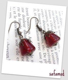 Boucles d'oreilles pyramide rouge en verre