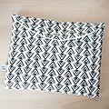 Pochette à couches - trousse de voyage pour bébé - liste de naissance - sorties - voyage - imprimé graphique noir et blanc